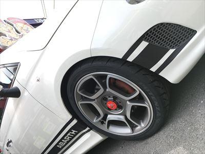 アバルト595 タイヤ交換 71R