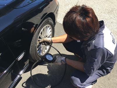 タイヤ交換 作業