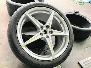フェラーリ タイヤ交換